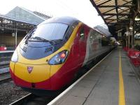 Pendolino at Crewe station. Photo by Chris McKenna (en:Wikimedia User Thryduulf)