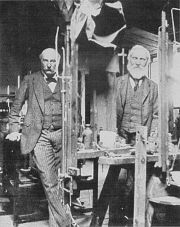 Lords Rayleigh (left) and Kelvin, c.1900 (public domain image)